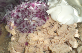 Бутерброды с икрой трески - фото шаг 2