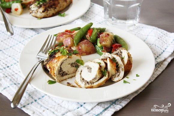 Грудка, фаршированная грибами и сыром