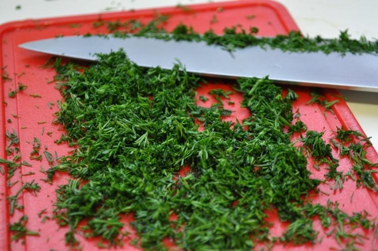 Тонкие лепешки с зеленью - фото шаг 5