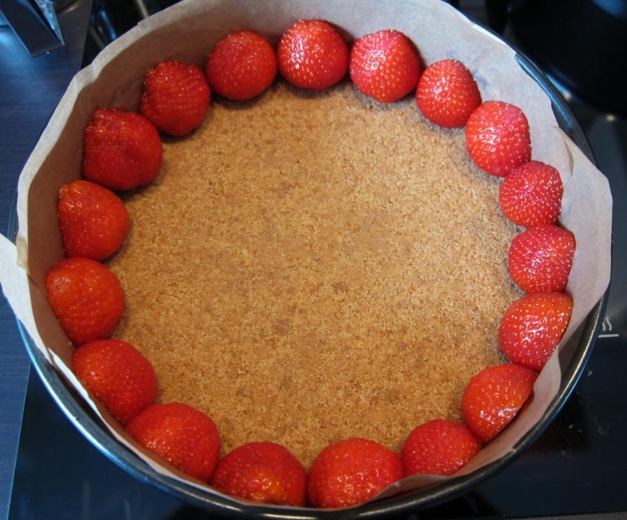 Приготовление торта: Фруктовое наслаждение без выпечки.