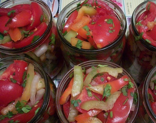 "Салат из помидоров на зиму ""Пальчики оближешь"" - фото шаг 6"