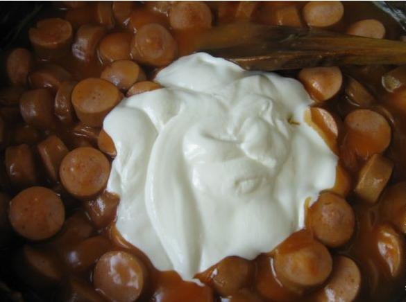 Сосиски в томатном соусе - фото шаг 3
