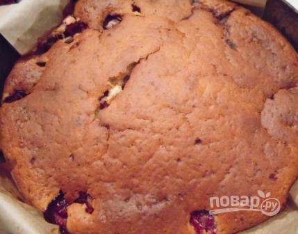 Пирог на кефире с вишней - фото шаг 6