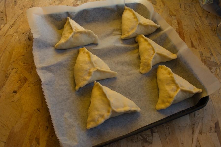 Вкусные пирожки из дрожжевого теста - фото шаг 9