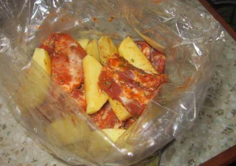 Картошка с ребрышками в рукаве - фото шаг 4