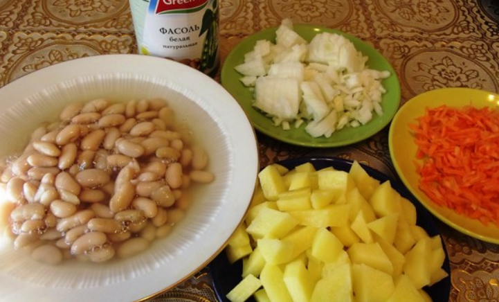 Рецепт Фасолевый суп с курицей в мультиварке