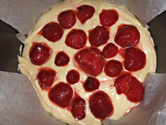 Пирог с клубникой в мультиварке - фото шаг 8