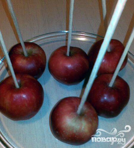 Яблоки в карамели - фото шаг 1