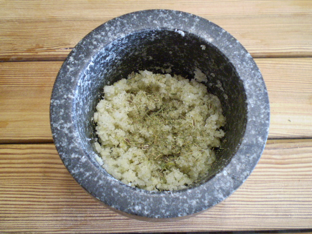 Адыгейская чесночная соль - фото шаг 6