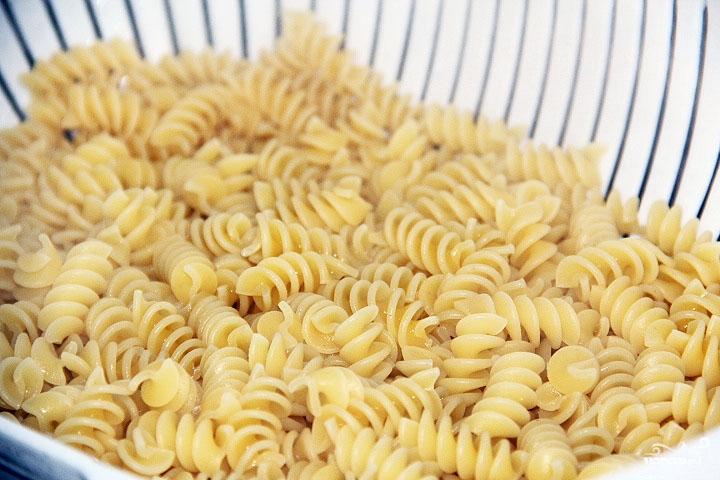 Рецепт Салат с макаронами и ветчиной