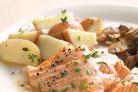 Запеченный лосось с винным соусом