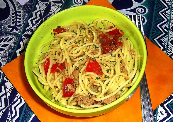 Спагетти с тунцом - фото шаг 6