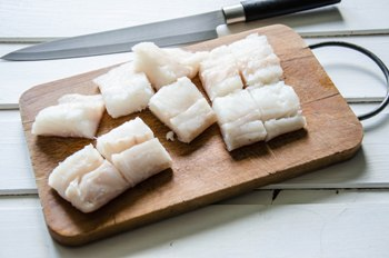 Шашлык из рыбы трески - фото шаг 2