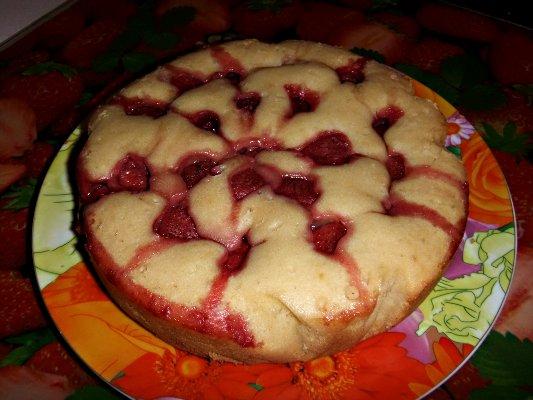 Пирог с клубникой в мультиварке - фото шаг 9
