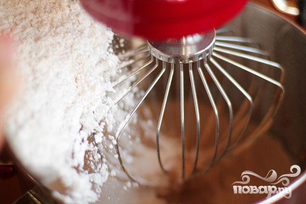 Кексы с шоколадной начинкой и кремом - фото шаг 1