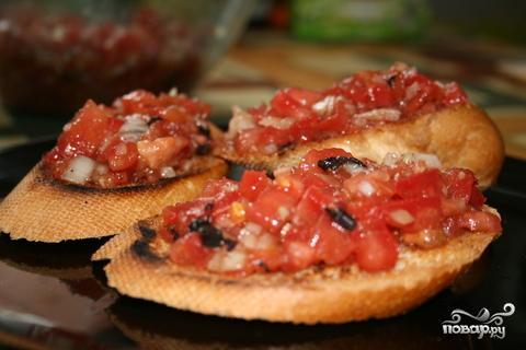 Кростини с помидорами - фото шаг 5