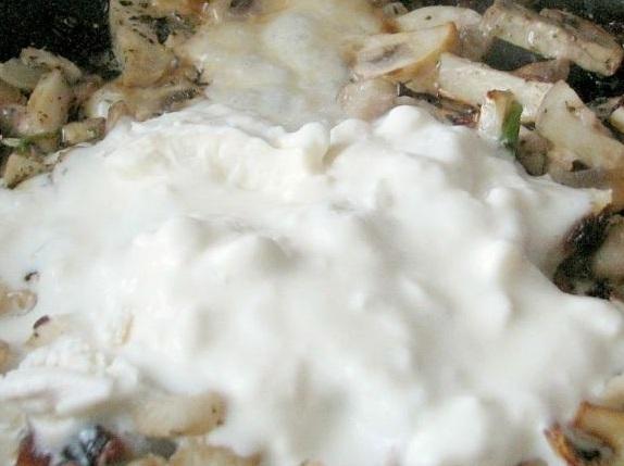 Картошка под грибным соусом - фото шаг 3