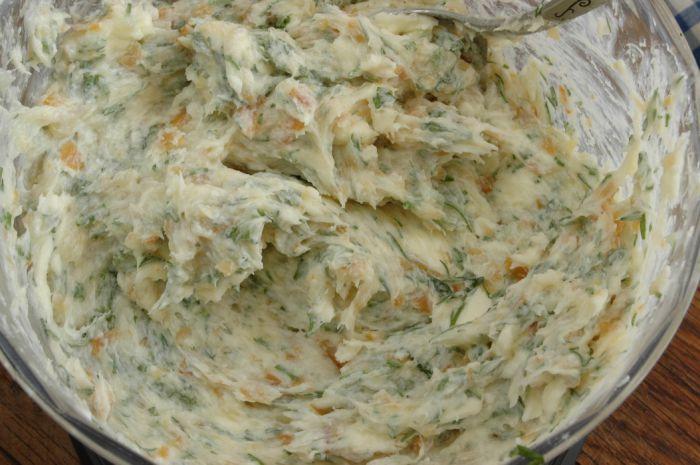 Бутерброды с копченым кальмаром - фото шаг 2