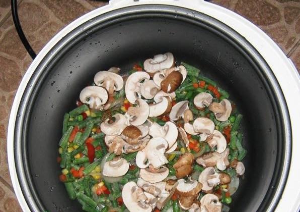 Печень с грибами в мультиварке - фото шаг 4