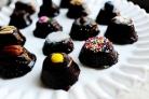 Шоколадные пирожные в сливочной глазури
