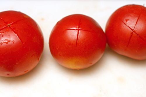 Итальянский томатный суп с хлебом - фото шаг 1