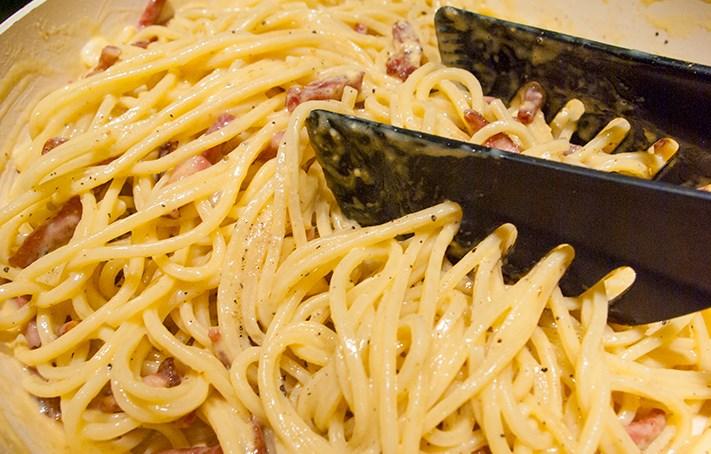 """Спагетти под соусом """"Карбонара"""" - фото шаг 10"""