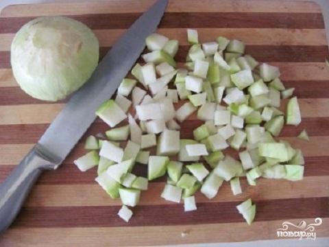 Суп из кольраби с гренками - фото шаг 1