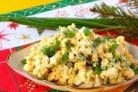 Салат из сыра с чесноком