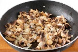 Пирожки с грибами и картошкой жареные - фото шаг 4