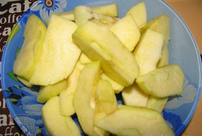 Индоутка в духовке с яблоками - фото шаг 3
