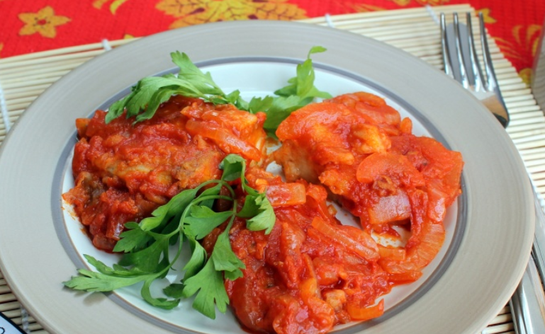Рыба под томатным соусом - фото шаг 4