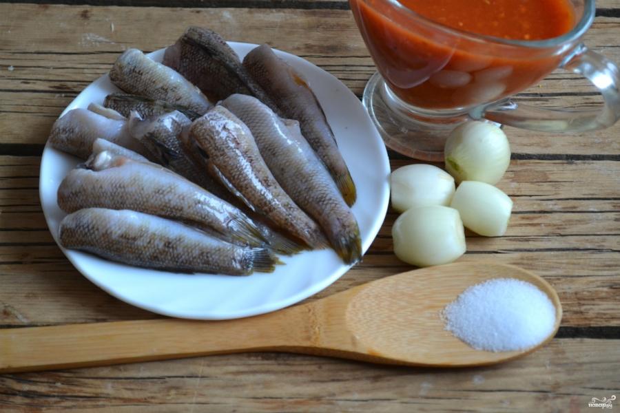 Бычки в томатном соусе - фото шаг 1