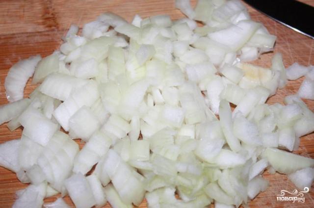 Салат с жареным луком - фото шаг 1
