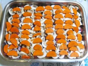 Мясо в духовке с грибами - фото шаг 9
