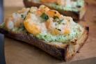 Бутерброды с креветками и сыром