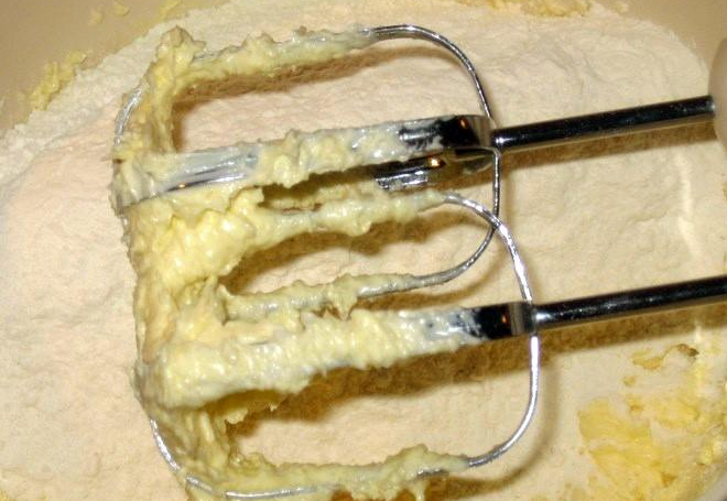 Пирог с вареньем смородиновым - фото шаг 3