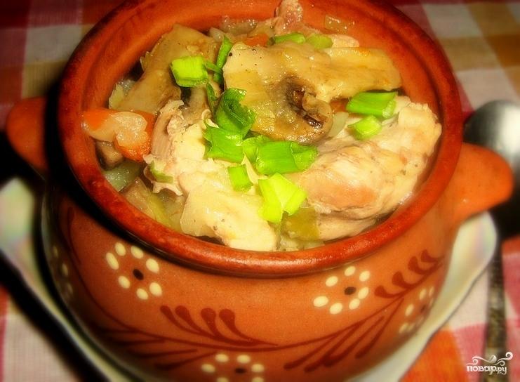в горшочках курица с картошкой и грибами в духовке