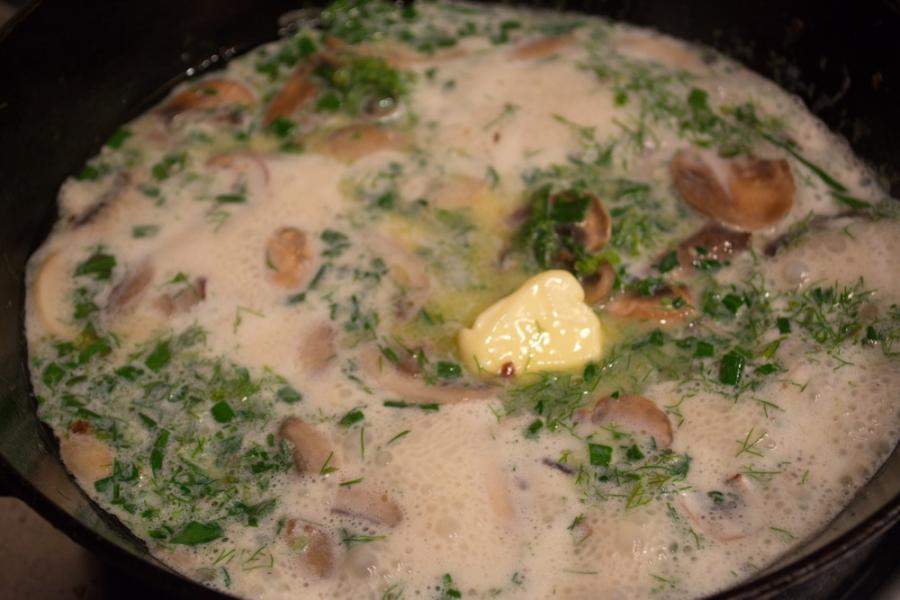 Мясной рулет с грибным соусом - фото шаг 8