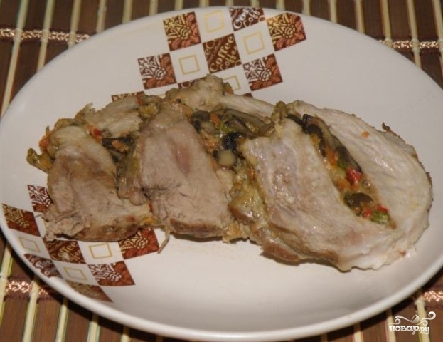 Рулет из мяса в духовке