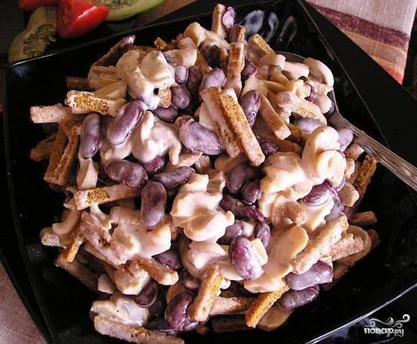 Рецепт Салат с бобами и сухариками