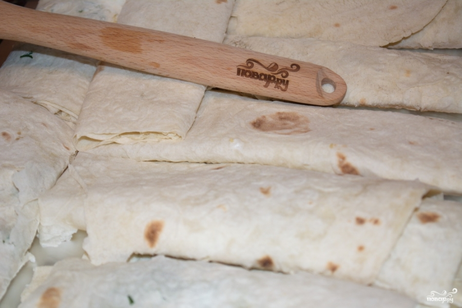 Рулетики из лаваша с сыром - фото шаг 6