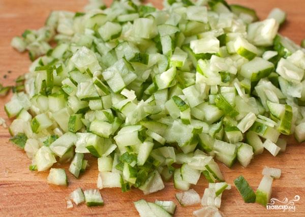 Салат с тунцом и огурцом - фото шаг 1