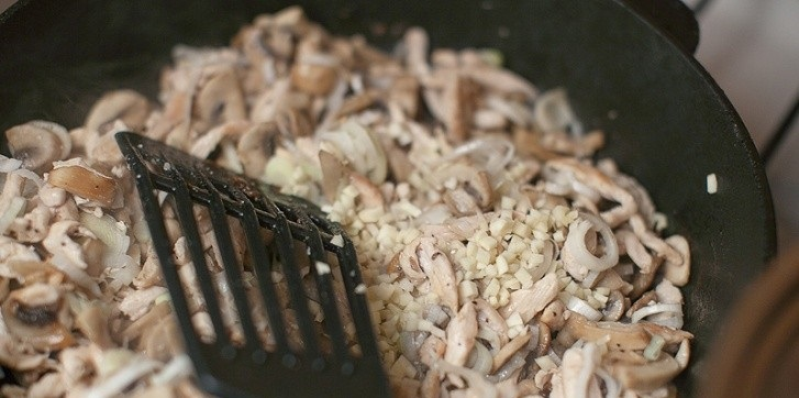 Карбонара с курицей и сливками - фото шаг 5