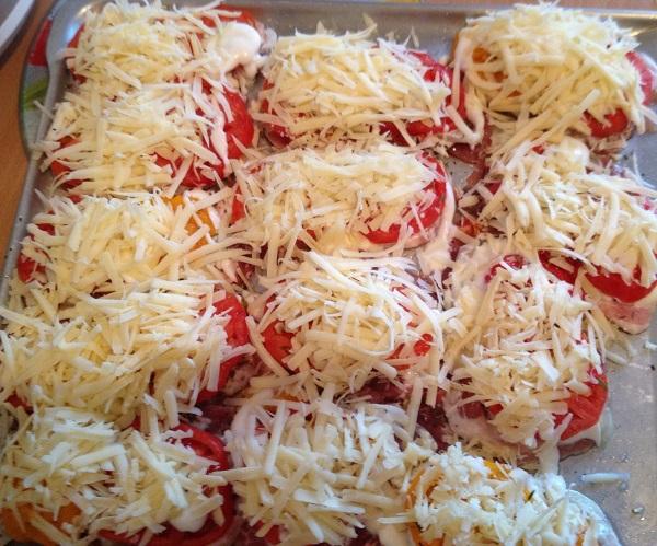 Эскалопы из свинины с овощами и сыром - фото шаг 7