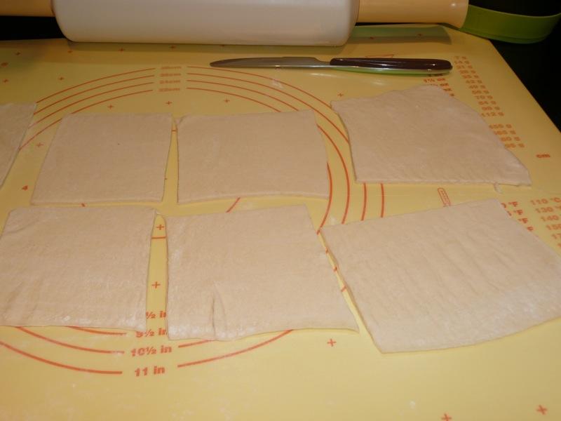 Дрожжевые пирожки с вишней - фото шаг 3