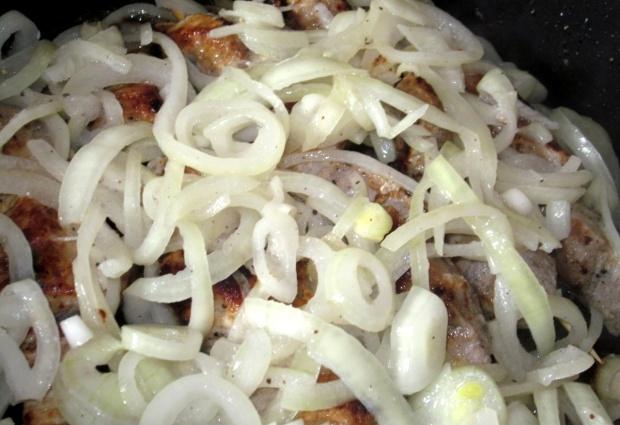 Шашлык на сковороде из свинины - фото шаг 9