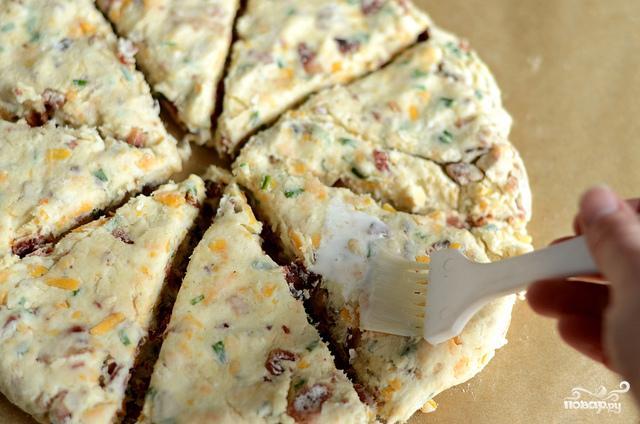 Лепешки с беконом, луком и сыром - фото шаг 6