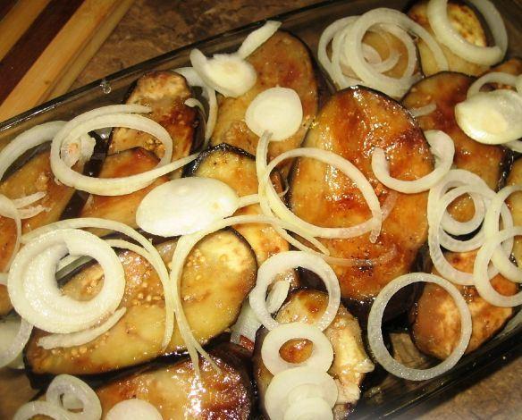 Свинина, запеченная с баклажанами в духовке - фото шаг 5