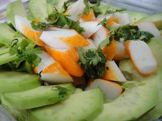 Салат из авокадо и крабовых палочек - фото шаг 4