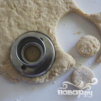 Пончики с ванильной глазурью и посыпкой - фото шаг 3